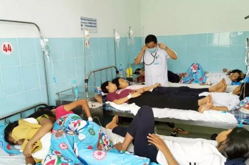 Hơn 100 học sinh nghi ngộ độc do ăn bánh mỳ chà bông pho mai xuất viện
