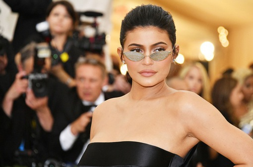 """Bị tước danh """"tỷ phú tự thân trẻ nhất thế giới"""", Kylie Jenner phản bác"""