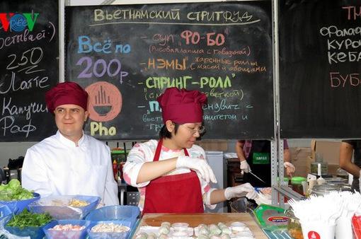 Nhà hàng Việt ở Nga vượt khó, lan tỏa tinh thần chia sẻ cộng đồng trong mùa dịch