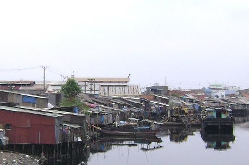 """""""Vỡ"""" kế hoạch di dời 20.000 căn nhà ven kênh, rạch"""