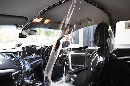 Singapore thử nghiệm tấm chắn trên taxi ngừa COVID-19