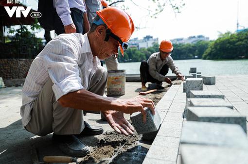 Nhiều quận, huyện Hà Nội dùng đá lát vỉa hè chưa đạt yêu cầu