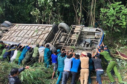 """Vị trí xảy ra tai nạn xe khách lao xuống vực tại Kon Tum là """"điểm đen"""" phải xóa bỏ"""