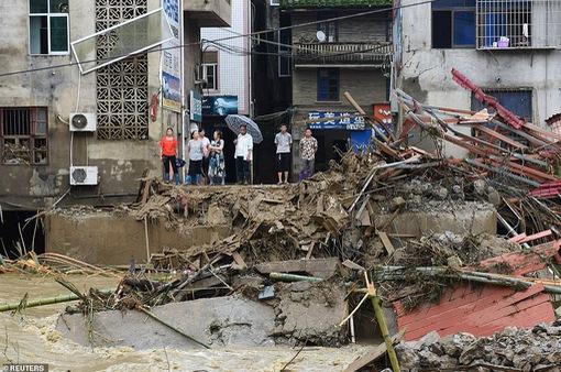 Giải cứu 13 ngàn người dân tỉnh Phúc Kiến, Trung Quốc bị nước lũ cô lập