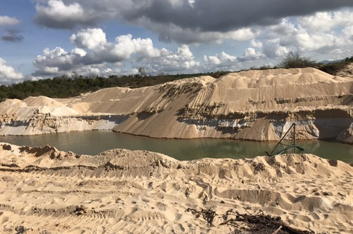 Xử phạt 100 triệu đồng, tịch thu 9 phương tiện khai thác khoáng sản không phép