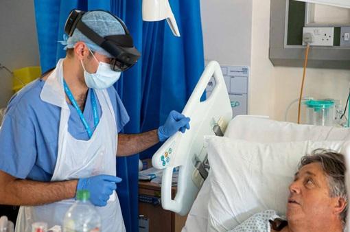 Hỗ trợ điều trị bệnh nhân COVID-19 bằng kính thực tế ảo tăng cường