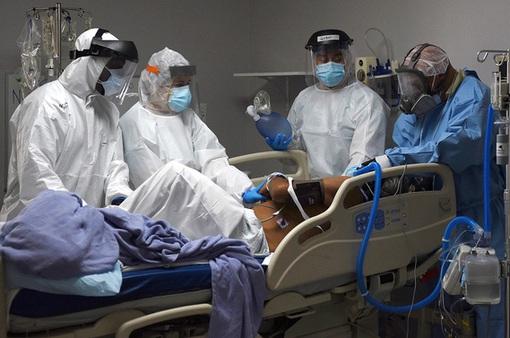 Tăng mạnh số ca nhiễm COVID-19, bang California ngừng mở cửa trở lại