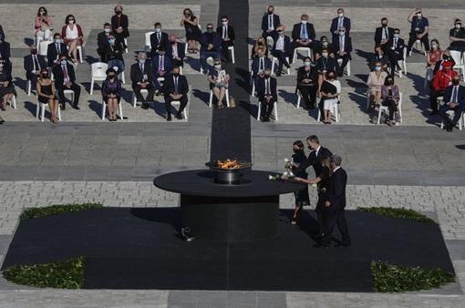 Tây Ban Nha tưởng niệm các nạn nhân tử vong do COVID-19