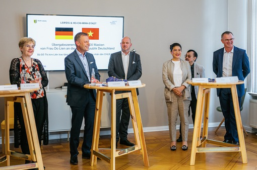 300.000 khẩu trang từ Quỹ Môi trường Xanh Việt Nam đến tay người dân CHLB Đức