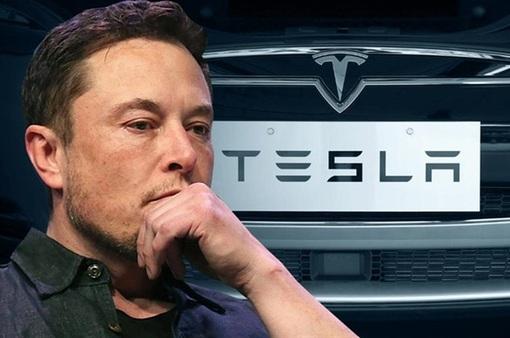 """Đánh bại COVID-19, cho Toyota """"hít khói"""": Elon Musk đã làm gì với Tesla?"""