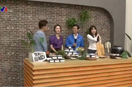 Bộ trưởng Hàn Quốc tham gia livestream bán hàng nhằm kích cầu tiêu dùng