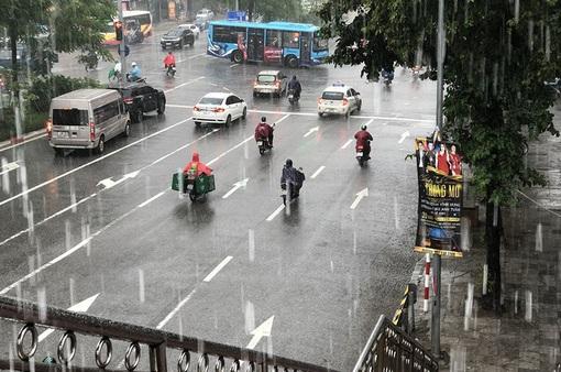 Thời tiết ngày 17/4: Mưa lớn ở Bắc Bộ và cảnh báo lốc, sét, mưa đá, gió giật mạnh ở Bắc Bộ, Bắc Trung Bộ