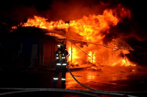 Hỏa hoạn thiêu rụi xưởng gỗ quý hàng chục tỷ đồng