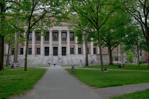 Vắng sinh viên quốc tế, các trường đại học Mỹ thất thu ra sao?