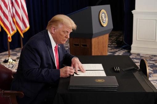 Tranh cãi về sắc lệnh hỗ trợ thất nghiệp do Tổng thống Trump ký