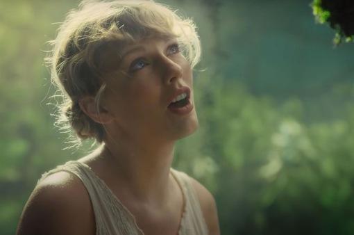 Taylor Swift tiếp tục giữ vị trí quán quân Billboard với album mới