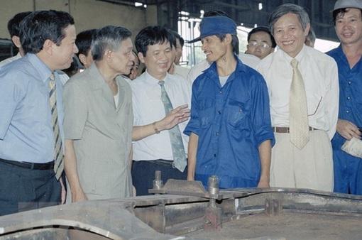 Đồng chí Lê Khả Phiêu và một đời hết mình cống hiến, phụng sự Đảng, quân đội và nhân dân