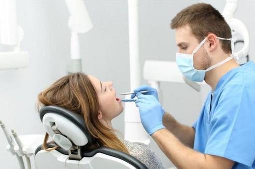 WHO khuyến cáo tạm hủy khám răng định kỳ trong đại dịch COVID-19