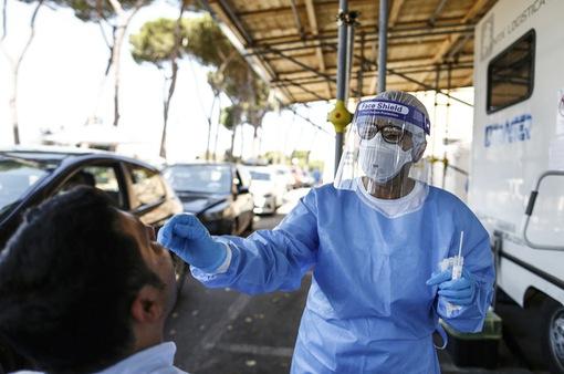 Tây Ban Nha cấm hút thuốc, hộp đêm hoạt động trước nguy cơ làn sóng dịch COVID-19 thứ hai