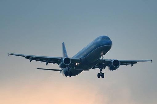 KHẨN: Tìm những người có mặt ở 5 địa điểm và 2 chuyến bay liên quan đến bệnh nhân COVID-19