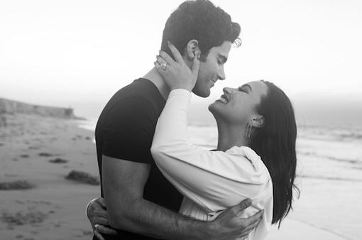 Demi Lovato đính hôn vội vã, bạn bè lo lắng