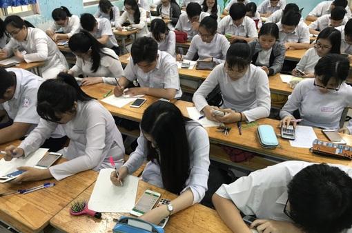 Cho phép học sinh dùng điện thoại trong lớp: Bộ Giáo dục và Đào tạo nói gì?