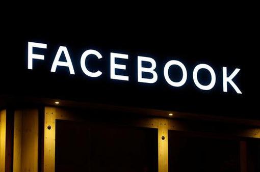"""Facebook bị cáo buộc """"xem lén"""" người dùng Instagram qua camera"""