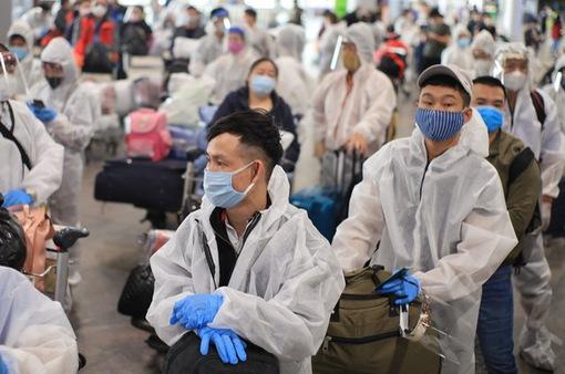 """Việt Nam siết chặt yêu cầu """"chặn"""" COVID-19 với hãng bay quốc tế"""