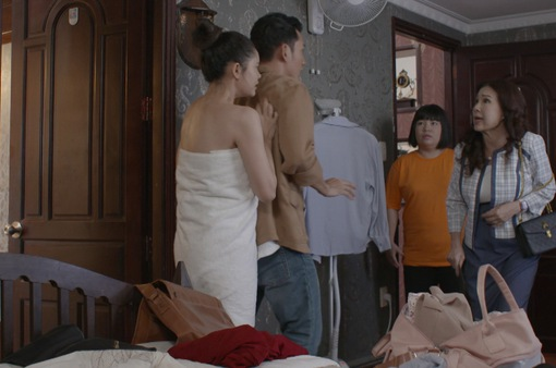 """Trói buộc yêu thương - Tập 1: Bà Lan """"ngứa mắt"""" với bạn gái con trai út ngay lần gặp đầu tiên"""
