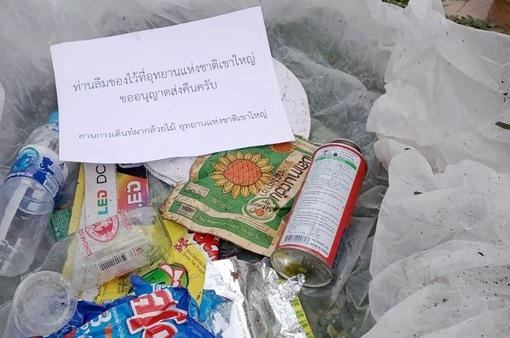 """Xả rác bừa bãi, du khách bị công viên """"gửi rác"""" về tận nhà"""