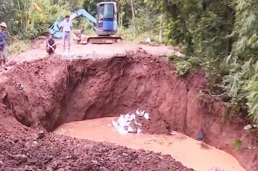Hà Nội công bố tình trạng khẩn cấp sự cố sập cống qua đê hữu Đáy