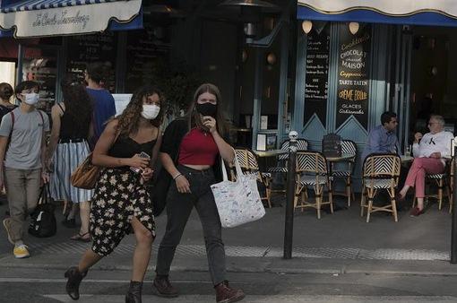 Liên tiếp ghi nhận số ca mắc COVID-19 mới cao kỷ lục, Pháp thắt chặt phòng chống dịch