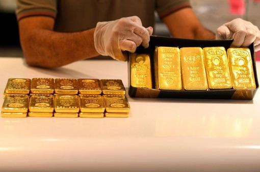 """Giá vàng giảm sâu, giới đầu tư tìm giỏ mới để """"bỏ trứng"""""""