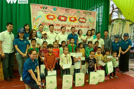 Quỹ Tấm lòng Việt mang Tết Trung thu đến sớm cho trẻ em vùng cao Lạng Sơn