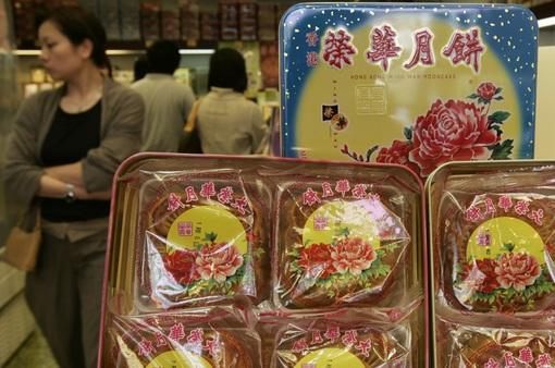 """COVID-19 khiến Tết Trung thu ở Trung Quốc """"bình dân"""" hơn"""