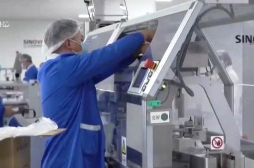 Các dây chuyền sản xuất vaccine COVID-19 ở Trung Quốc hoạt động hết công suất