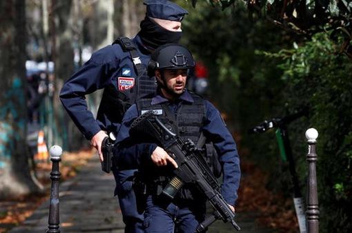 Bắt giữ 7 đối tượng liên quan đến vụ tấn công bằng dao tại Pháp