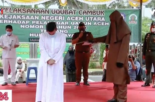 Áp dụng hình phạt roi với người phạm tội tại Indonesia