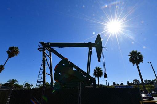 Giá dầu thế giới giảm hơn 2% trong tuần qua
