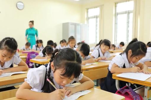 Hà Nội yêu cầu hạn chế học sinh trái tuyến, tránh quá tải trường học