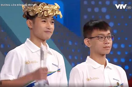 Giằng co điểm với nam sinh Hà Nội, chàng trai Quảng Trị giành vòng nguyệt quế