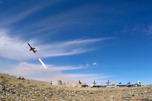 Iran phóng tên lửa đạn đạo trong cuộc tập trận quy mô lớn
