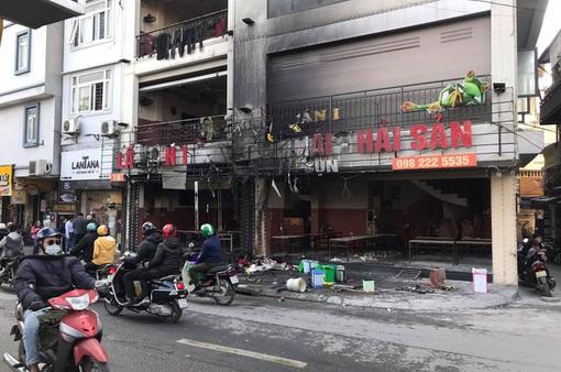 Cháy lớn ở nhà hàng lẩu 5 tầng trên phố Thượng Đình, khói lửa bốc cao hàng chục mét