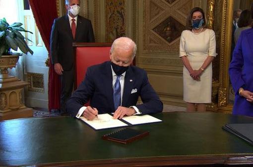 Tân Tổng thống Mỹ Joe Biden ký hàng loạt sắc lệnh hành pháp