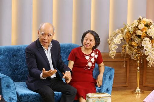 """Bí quyết gìn giữ tình yêu """"thời ông bà anh"""" hơn 50 năm khiến Ốc Thanh Vân khâm phục"""