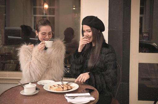 Diện đồ đôi, Huyền Lizzie sang chảnh bên Phanh Lee
