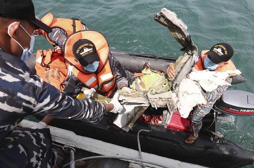 Vụ máy bay Sriwijaya Air rơi ở Indonesia: Có thể do trục trặc ở hệ thống ga tự động của động cơ