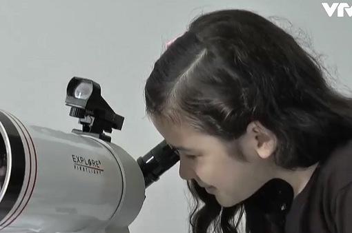 Cô bé 8 tuổi trở thành nhà thiên văn học trẻ tuổi nhất thế giới