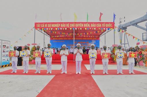 Vùng 5 Hải quân tổ chức Lễ thượng cờ 4 tàu vận tải đa năng