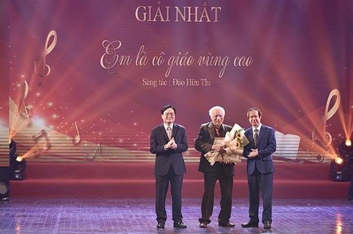 Cuộc thi Sáng tác ca khúc về thầy cô và mái trường chọn được 2 tác phẩm giải Nhất